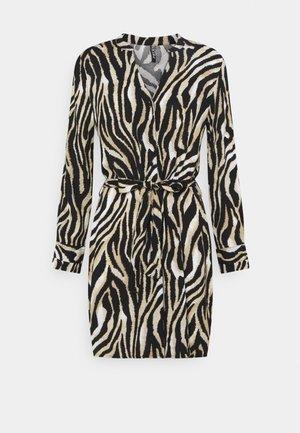 PCZENA DRESS - Skjortekjole - black