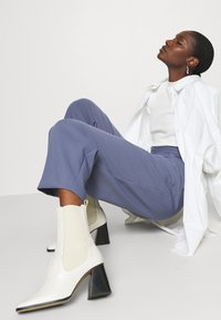 Selected Femme - SLFANNA CREW NECK TEE - T-shirt basique - snow white - 3