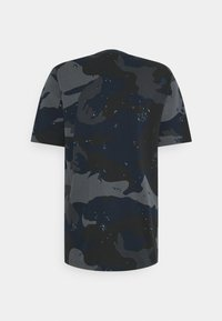 adidas Originals - CAMO TEE - T-shirt con stampa - night navy - 1