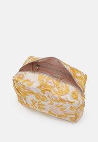 HVISK - AVER SAVILLE - Across body bag - sunkissed yellow - 2