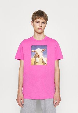 FARM TEE UNISEX - Print T-shirt - rose