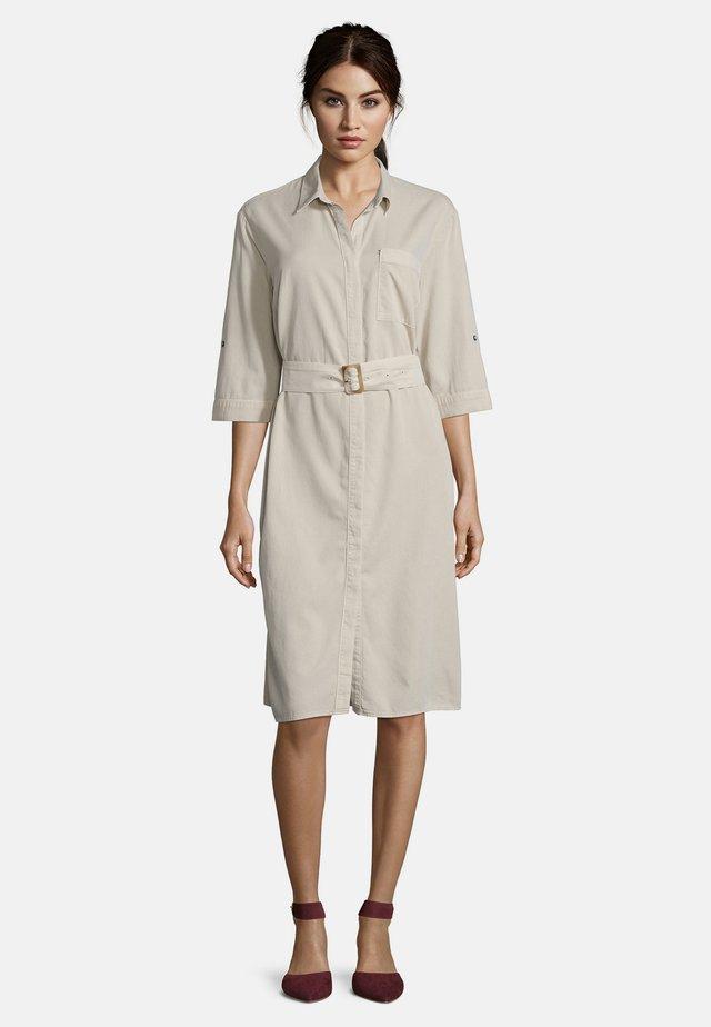 MIT STREIFEN - Shirt dress - sand