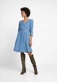 Cream - BALICE DRESS - Dongerikjole - blue denim - 0