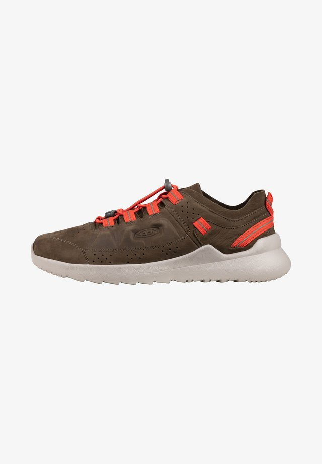 HIGHLAND - Sneakers laag - caper/silver birch