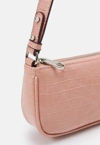 Becksöndergaard - MIRELLA CROC MONI BAG - Bolso de mano - dusty pink - 3