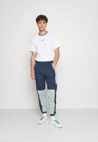 adidas Originals - DETAIL UNISEX - T-shirt - bas - white - 1