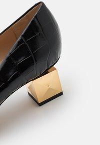 Mulberry - STAMPA COCCO - Classic heels - nero/oro - 4