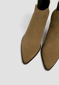 PULL&BEAR - Kotníková obuv - sand - 5