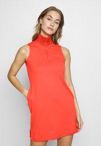 J.LINDEBERG - ELSA SET - Žerzejové šaty - tomato red - 0