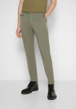 COMO PANTS SEASONAL - Chinos - thyme green