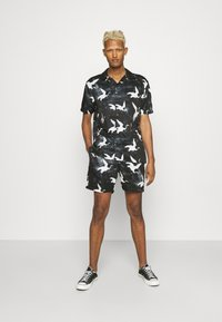 Nominal - DECEND TWIN SET - Shorts - black - 0