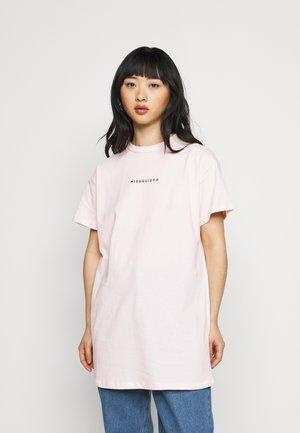 PETITIE MISSGUIDED DRESS - Denní šaty - pink