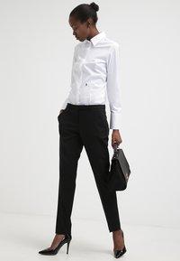 Seidensticker - Komfortable Slim - Button-down blouse - white - 1