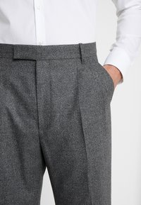 Paul Smith - GENTS FORMAL PLEATED TROUSER - Kostymbyxor - grey - 5