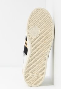 MOA - Master of Arts - Slip-ons - breaker white - 6
