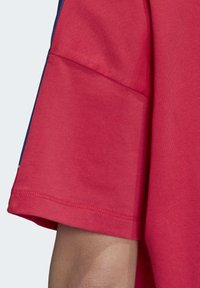 adidas Originals - ADICOLOR LARGE LOGO T-SHIRT - T-shirts print - pink - 7