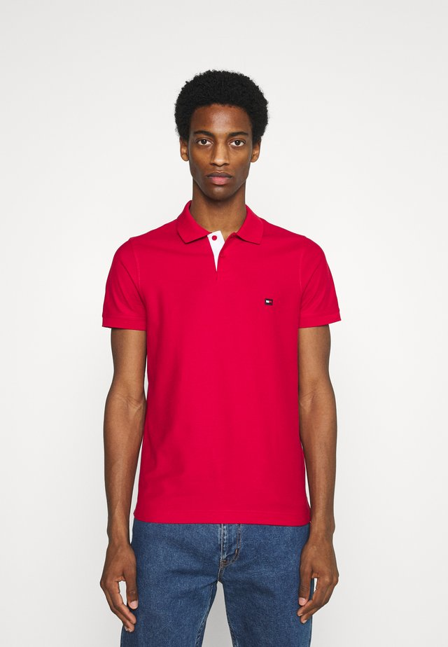 CONTRAST PLACKET SLIM  - Polo - primary red