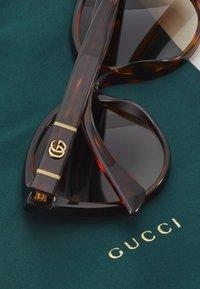 Gucci - Okulary przeciwsłoneczne - havana/brown - 2