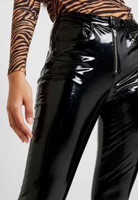 ONLY - ONLBEA GLAZED PANT - Trousers - black - 5