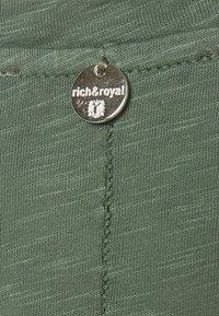 Rich & Royal - SLUB - T-shirts - eukalyptus - 2
