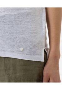 BRAX - STYLE CATHY - Basic T-shirt - white - 4