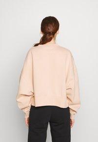 Nike Sportswear - CREW TREND - Sweatshirt - shimmer/white - 2