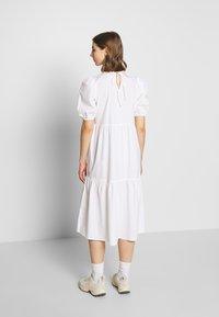 Pieces - PCMELIA MIDI DRESS - Denní šaty - bright white - 2