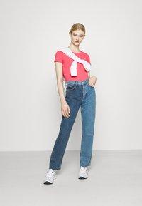 Pepe Jeans - BELLROSE - Basic T-shirt - dark chicle - 1