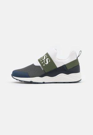 TRAINERS - Sneakersy niskie - khaki