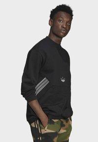 adidas Originals - SPRT ARCHIVE MIXED-MATERIAL CREW SWEATSHIRT - Sweatshirt - black - 3