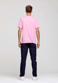 ROCKUPY - Print T-shirt - pink - 5