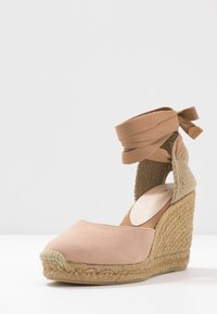 ALDO - MUSCHETT - Wedge sandals - bone - 4