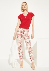 comma - MIT BLUMENMUSTER - Trousers - shell porcelain flower - 3