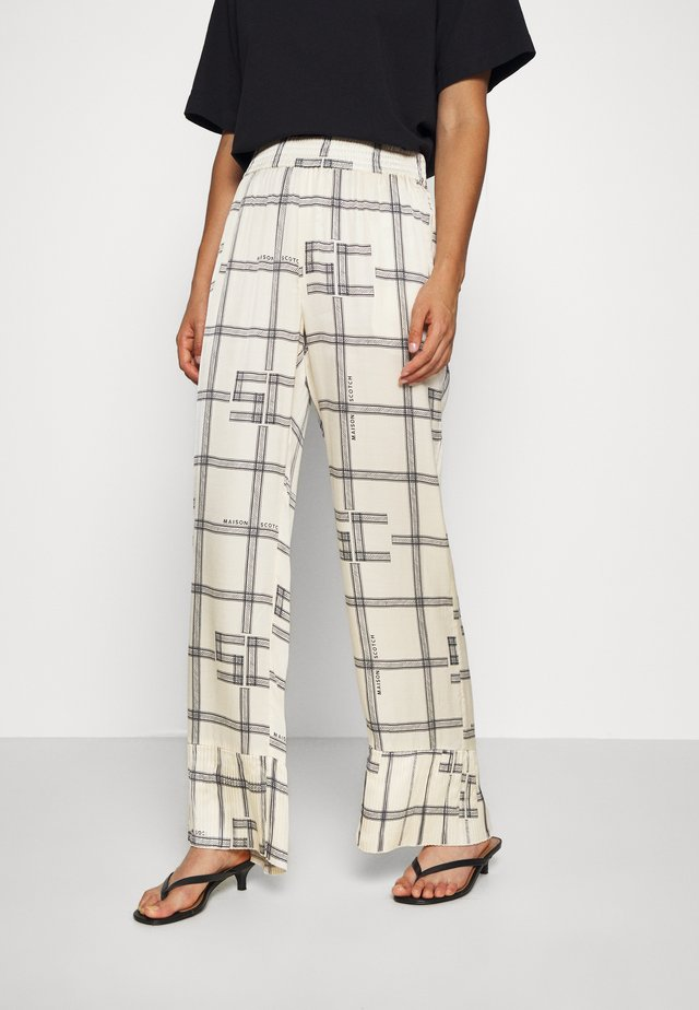 PYJAMA PANTS WITH PRINT AND PLEATED BOTTOM PART - Pantalones - combo