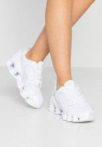 Nike Sportswear - SHOX NOVA - Zapatillas - white - 0