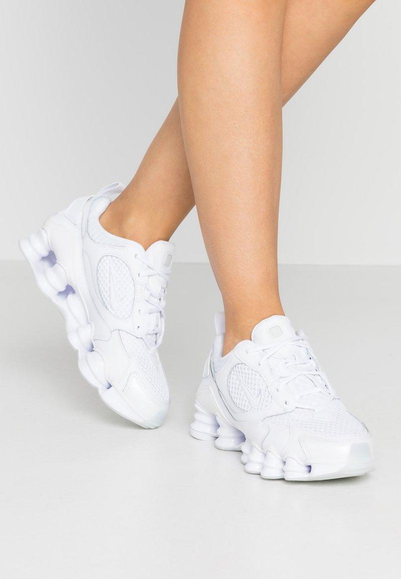 Nike Sportswear - SHOX NOVA - Zapatillas - white