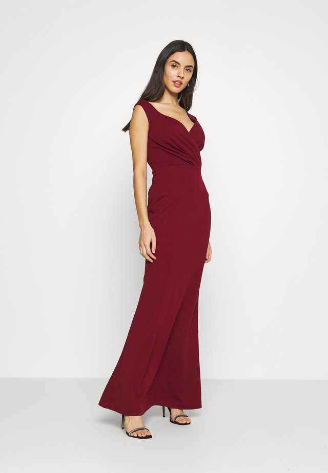 LYRIC LOW V NECK MAXI DRESS - Galajurk - wine
