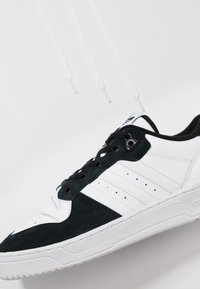 adidas Originals - RIVALRY - Trainers - footwear white/core black - 5