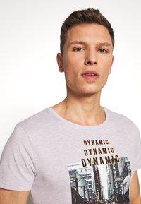 TOM TAILOR DENIM - FOTOPRINT ON STRIPED TEE - Print T-shirt - grey - 4