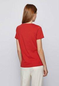 BOSS - ELOGO - Print T-shirt - red - 2