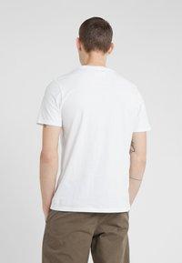 Folk - POCKET ASSEMBLY TEE - T-shirt - bas - white - 2