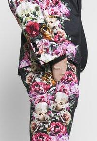 Twisted Tailor - IKEDA SUIT - Oblek - black - 10