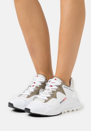 Trainers - white/taupe