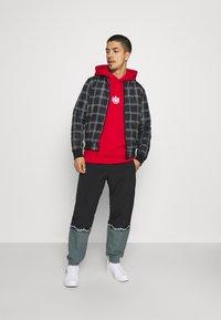 adidas Originals - TREFOIL HOOD UNISEX - Sweatshirt - scarlet - 1