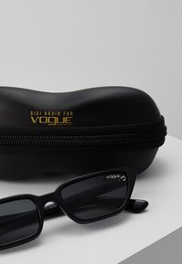 VOGUE Eyewear - GIGI HADID - Zonnebril - black - 3