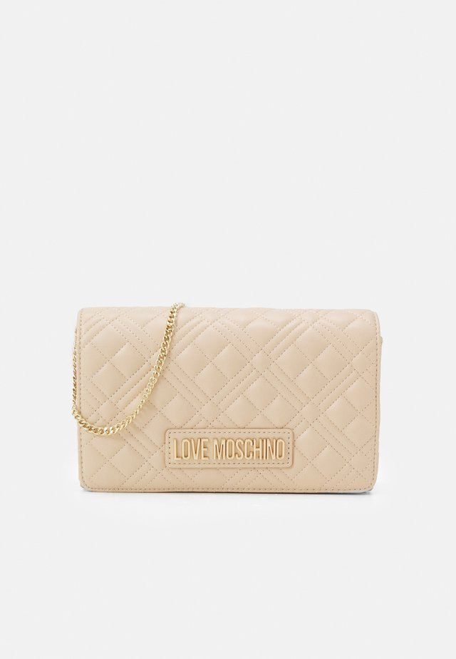 QUILTED CHAIN LOGO CROSSBODY - Borsa a tracolla - naturale/nude