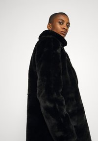 King Louie - BETTY COAT PHILLY - Classic coat - black - 6