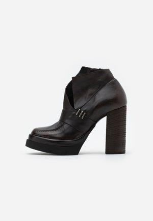 Kotníková obuv na vysokém podpatku - testa di moro