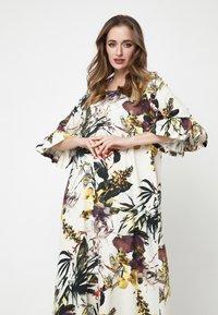 Madam-T - Maxi dress - milchig gelb - 3