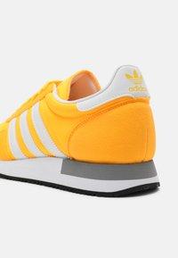 adidas Originals - USA 84 CLASSIC - Trainers - solar gold/white/grey three - 4